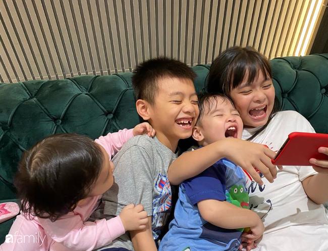 """Cuộc sống mùa dịch của các hot mom: Hằng Túi chỉ thích ra vườn chơi đùa với con, siêu mẫu Hà Anh tận hưởng kỳ """"du lịch tại gia"""" sang chảnh - Ảnh 11."""