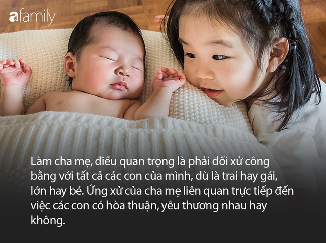 Bố ôm hai con gái ngủ say sưa, camera quay sang con trai, bà mẹ liền nổi cơn tức giận - Ảnh 6.