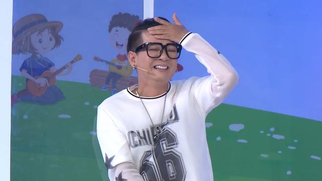 """Nam Thư phản ứng khi bài hát """"Mắt Biếc"""" được thể hiện trong show âm nhạc nhí - Ảnh 8."""