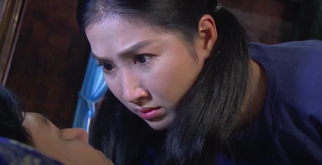 """""""Luật trời"""": Bích (Quỳnh Lam) suýt hôn môi Tiến, cậu chủ đẹp trai vì mê đắm cô hầu mà đổi tính  - Ảnh 8."""