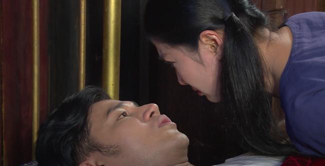 """""""Luật trời"""": Bích (Quỳnh Lam) suýt hôn môi Tiến, cậu chủ đẹp trai vì mê đắm cô hầu mà đổi tính  - Ảnh 6."""