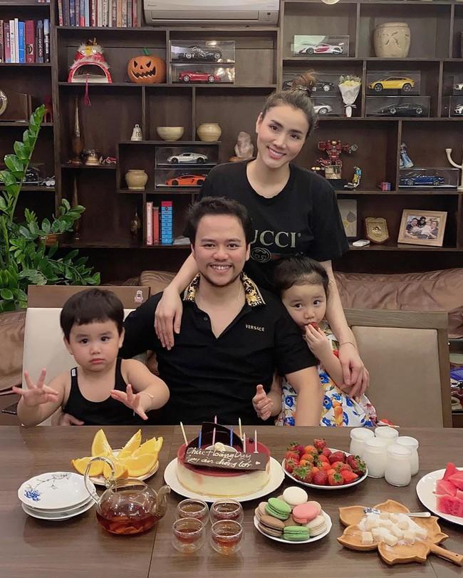 Trang Nhung tổ chức sinh nhật tại gia cho ông xã.