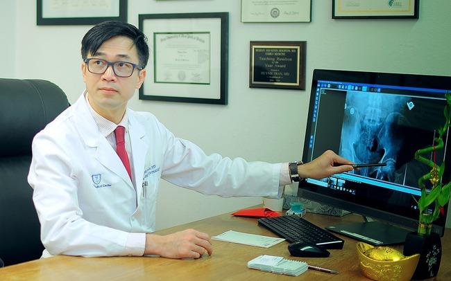 Chuyên gia gốc Việt tại Mỹ khẳng định tầm quan trọng của việc bổ sung đủ vitamin D trong mùa dịch Covid-19 - Ảnh 1.