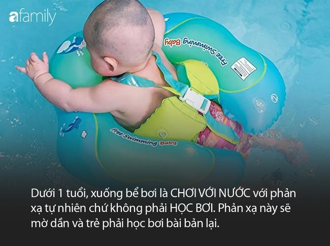 """Từ vụ bé trai đi học bơi mà khóc ngằn ngặt vì sợ, bác sĩ Nhi lên tiếng: """"Học bơi khác chơi với nước"""" - Ảnh 2."""
