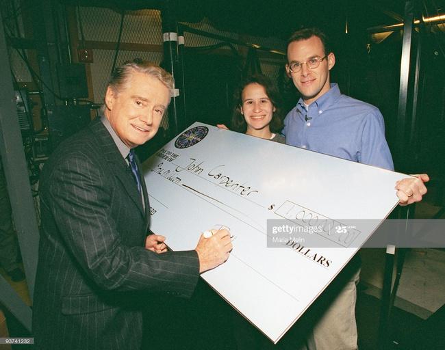 Người đàn ông đầu tiên chiến thắng chương trình Ai là triệu phú ở Mỹ cách đây 20 năm giờ đây có cuộc sống khiến nhiều người kinh ngạc - Ảnh 3.