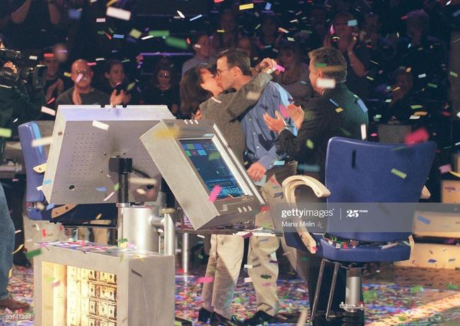 Người đàn ông đầu tiên chiến thắng chương trình Ai là triệu phú ở Mỹ cách đây 20 năm giờ đây có cuộc sống khiến nhiều người kinh ngạc - Ảnh 2.