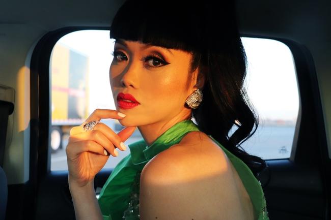 Siêu mẫu quốc tế Jessica Minh Anh đóng phim cùng Hoa hậu H'Hen Niê: An tâm vì đã bay về Việt Nam ngay trước dịch Covid-19 - Ảnh 1.