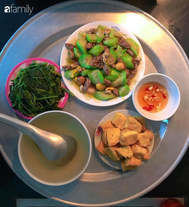 Chi tiền chợ 40-50k/bữa cho gia đình 4 người nhưng mâm cơm của mẹ đảm Hà Nội luôn đầy đặn đến khó tin - Ảnh 1.