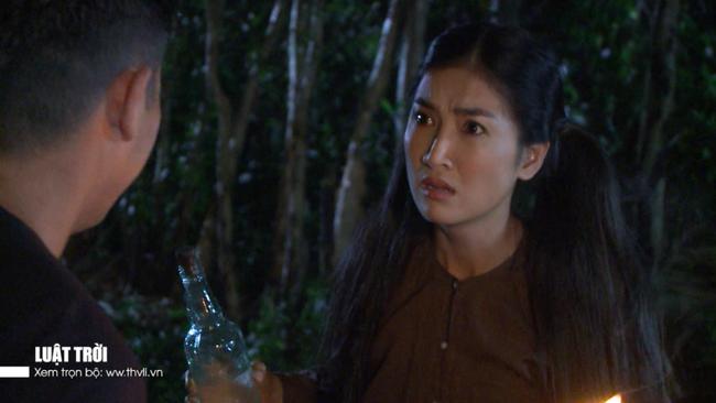 """""""Luật trời"""" tập 24: Bích (Quỳnh Lam) bị chồng của dì Trang làm nhục lúc nửa đêm  - Ảnh 5."""