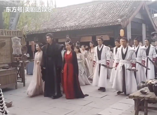 """""""Tân Thiến nữ u hồn"""": Lộ cảnh Trịnh Sảng làm đám cưới, cố mặc đồ rộng nhưng vẫn gầy đến mức mất hẳn vòng 1 - Ảnh 3."""