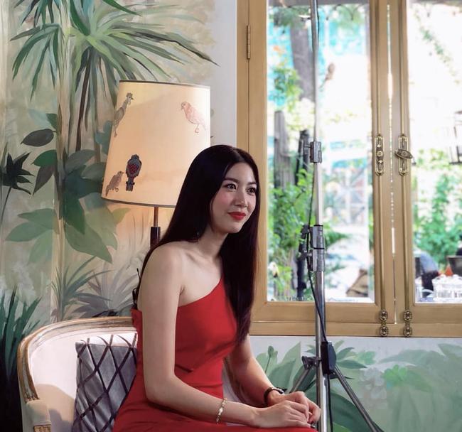 """Á hậu Thuý Vân chỉ ra quan niệm sai lầm giúp dân công sở thức tỉnh: """"Học nhiều để làm gì, kiếm tiền quan trọng hơn!"""" - Ảnh 2."""