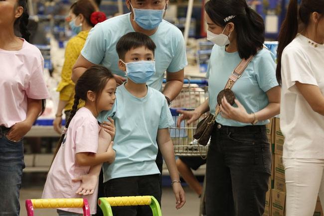 """Con gái Đoan Trang bám riết con trai Thu Trang - Tiến Luật, bố mẹ 2 nhà còn kịch liệt """"đẩy thuyền"""" - Ảnh 2."""