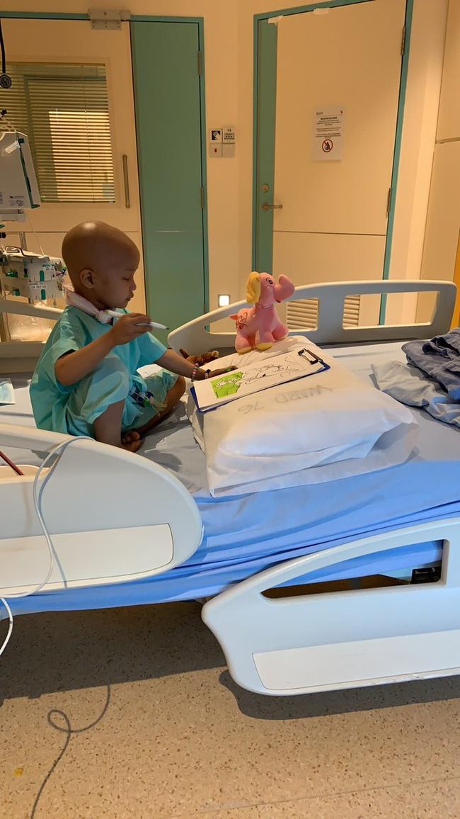Bé 5 tuổi đang khỏe mạnh bình thường, bị đau bụng và sốt, đi khám thì đã ra u ác tính và hành trình cần đến phép màu - Ảnh 30.