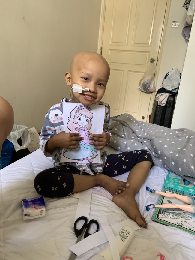Bé 5 tuổi đang khỏe mạnh bình thường, bị đau bụng và sốt, đi khám thì đã ra u ác tính và hành trình cần đến phép màu - Ảnh 24.