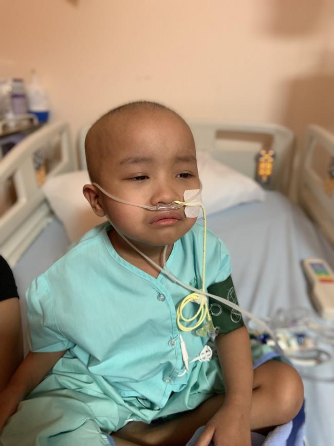 Bé 5 tuổi đang khỏe mạnh bình thường, bị đau bụng và sốt, đi khám thì đã ra u ác tính và hành trình cần đến phép màu - Ảnh 25.