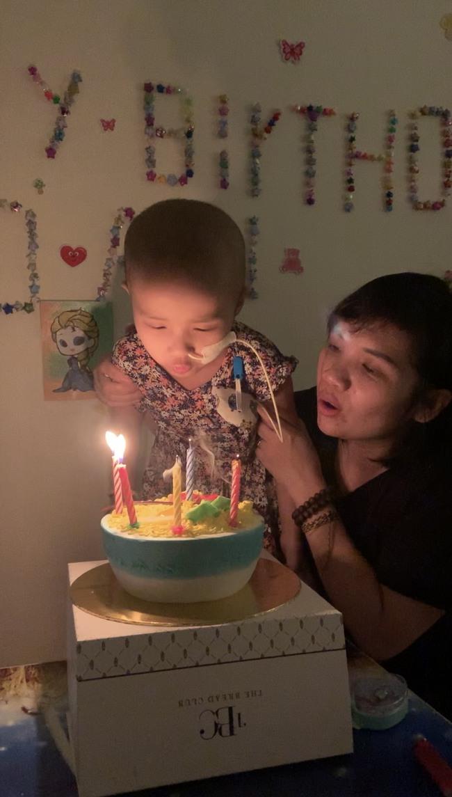 Bé 5 tuổi đang khỏe mạnh bình thường, bị đau bụng và sốt, đi khám thì đã ra u ác tính và hành trình cần đến phép màu - Ảnh 35.