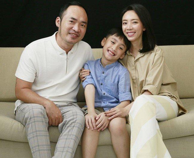 """Con gái Đoan Trang bám riết con trai Thu Trang - Tiến Luật, bố mẹ 2 nhà còn kịch liệt """"đẩy thuyền"""" - Ảnh 10."""