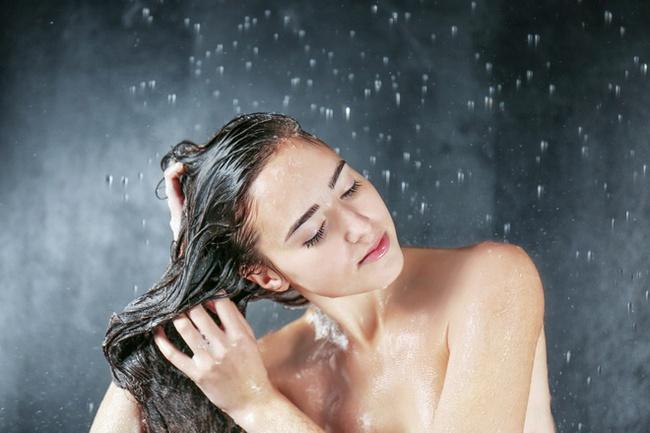 """Mất công dưỡng da tới đâu mà phạm phải 3 sai lầm này khi tắm thì cũng bằng thừa, phụ nữ nên chú ý kẻo vô tình """"tàn phá"""" làn da - Ảnh 1."""