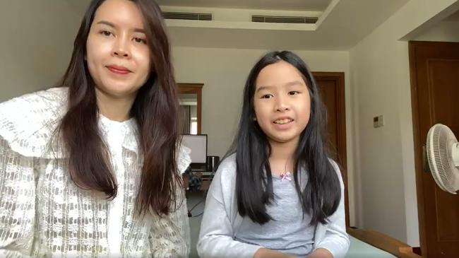 """Con gái Hồ Hoài Anh – Lưu Hương Giang """"chơi lớn"""" phỏng vấn mẹ bằng tiếng Anh, nhưng lời nhận xét khiến nữ ca sĩ ngậm ngùi - Ảnh 2."""