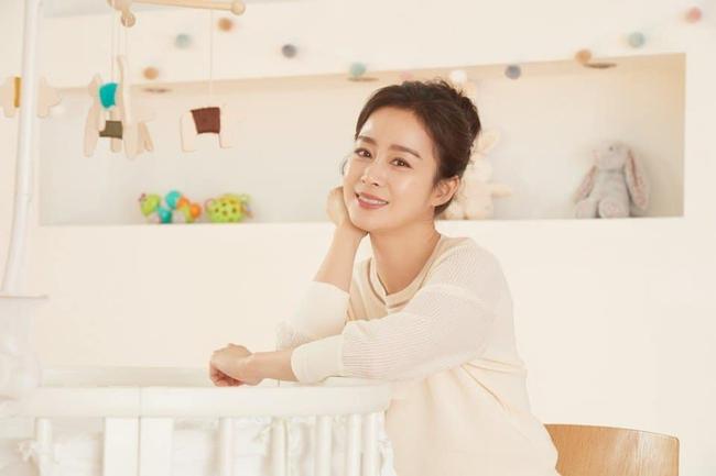 Bài phỏng vấn đặc biệt của Kim Tae Hee sau 4 năm làm vợ Bi Rain: Có nhiều điều vất vả khi kết hôn nhưng gia đình khiến tôi không cô đơn  - Ảnh 1.