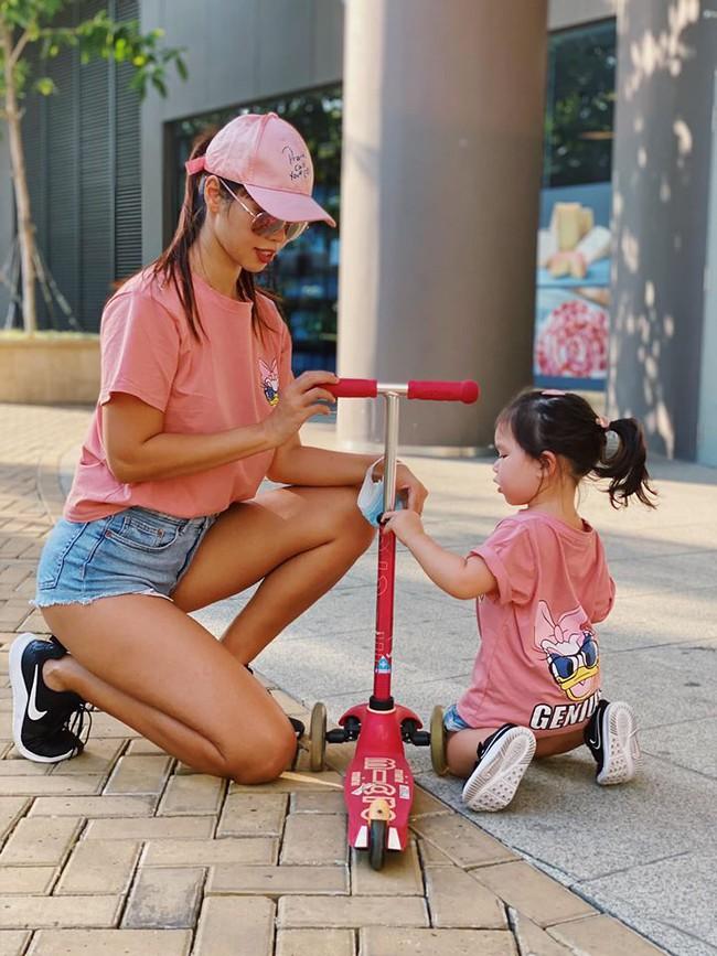 """Nhiều người thắc mắc sao bé Myla 2 tuổi vẫn đóng bỉm cả ngày lẫn đêm, siêu mẫu Hà Anh đáp trả """"cao tay"""" khiến ai cũng đồng tình - Ảnh 2."""