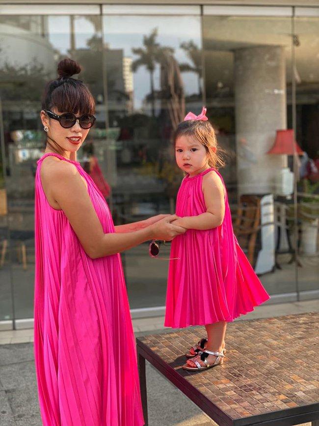 """Nhiều người thắc mắc sao bé Myla 2 tuổi vẫn đóng bỉm cả ngày lẫn đêm, siêu mẫu Hà Anh đáp trả """"cao tay"""" khiến ai cũng đồng tình - Ảnh 4."""