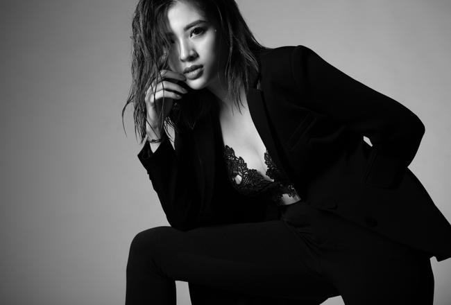 """Khác hình ảnh """"bánh bèo"""", Hoa hậu Phan Hoàng Thu bất ngờ đổi phong cách cá tính nhưng vẫn quyến rũ, gợi cảm - Ảnh 1."""