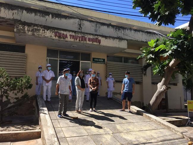 Thêm 10 người mắc Covid-19 được công bố khỏi bệnh, trong đó có nữ doanh nhân ở Bình Thuận - Ảnh 1.
