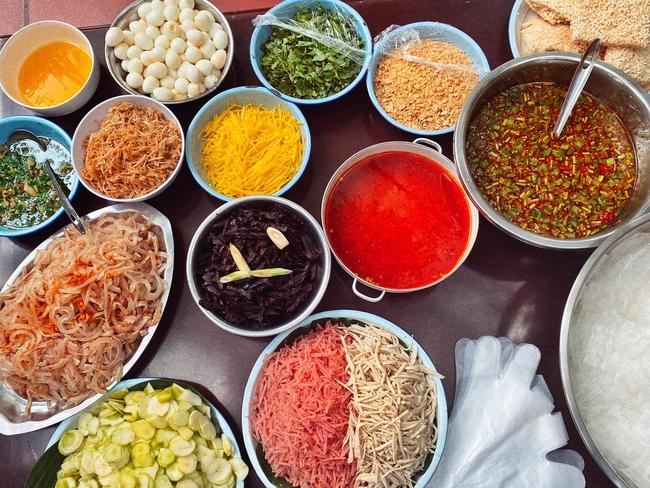 Thiếu gia nhà Lý Quí nổi tiếng đất Sài thành bất ngờ bán bánh cháng trộn, phá lầu bò nước dừa chua cay sang chảnh - Ảnh 2.
