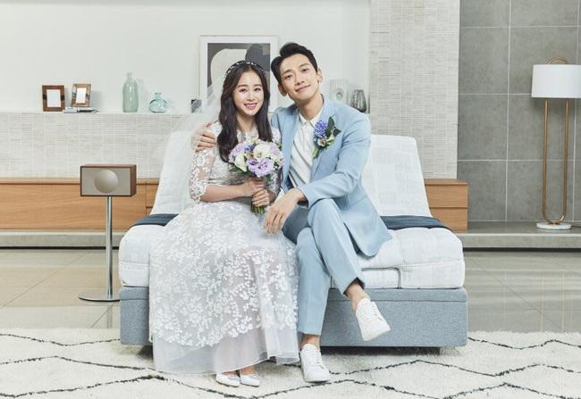 """""""Hi Bye, Mama"""": Kim Tae Hee kể Bi Rain không dám xem phim, tiết lộ quá trình làm việc với sao nhí """"chuyển giới"""" Woo Jin - Ảnh 3."""
