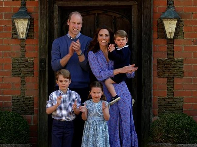 Hôm nay Công chúa Charlotte tròn 5 tuổi, xuất hiện trong bộ ảnh độc đáo và ý nghĩa chưa từng thấy trước đây - Ảnh 3.