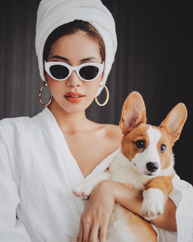 """Chỉ đơn giản là diện áo choàng tắm, mỹ nhân Việt - Hàn đã có được những khoảnh khắc sống ảo cực """"nghệ"""" - Ảnh 8."""