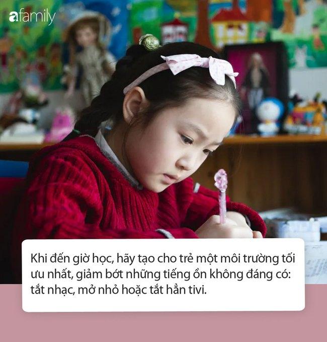 Không làm được bài tập cô giao về nhà, anh trai làm việc này với em gái khiến ai nhìn thấy cũng không nhịn được cười - Ảnh 3.