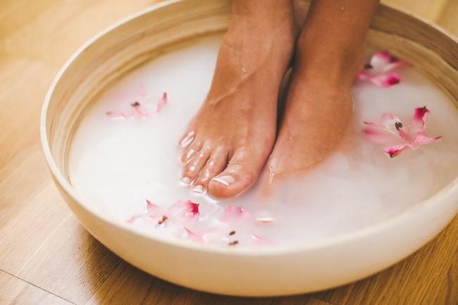 Những người sống thọ thường có chung thói quen tắm rửa sạch sẽ 4 bộ phận này mỗi ngày: Hãy kiểm tra xem bạn có thuộc nhóm này không - Ảnh 1.