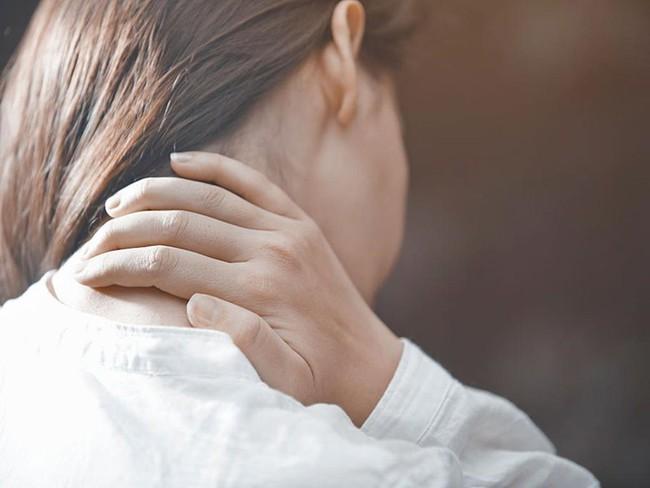 """Cơ thể """"tố cáo"""" bạn đang mắc ung thư phổi nếu xuất hiện dấu hiệu """"1 dày, 2 đau, 3 tăng"""", đừng chủ quan mà hãy đi khám sớm - Ảnh 2."""