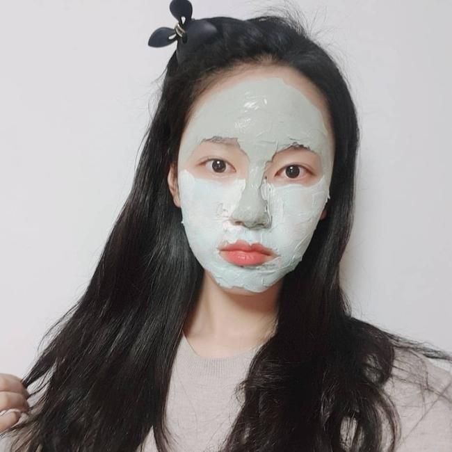 """Tưởng là """"tút"""" lại nhan sắc nhưng 3 loại mặt nạ sau dễ khiến da """"khô như ngói"""", chuyên gia khuyên chị em cân nhắc kỹ trước khi dùng - Ảnh 2."""