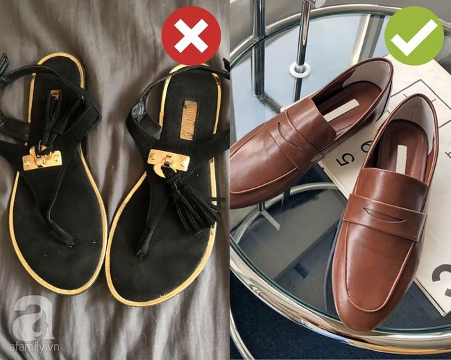 """Dọn dẹp tủ đồ, chị em tiện tay """"tiễn"""" luôn 4 kiểu giày dép hết thời sau kẻo diện lên thế nào cũng làm xấu cả tổng thể - Ảnh 3."""