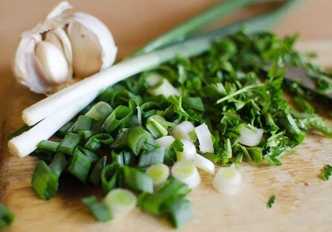5 loại gia vị này trong bếp không chỉ rẻ tiền mà còn là vị thuốc cực tốt cho sức khỏe - Ảnh 5.