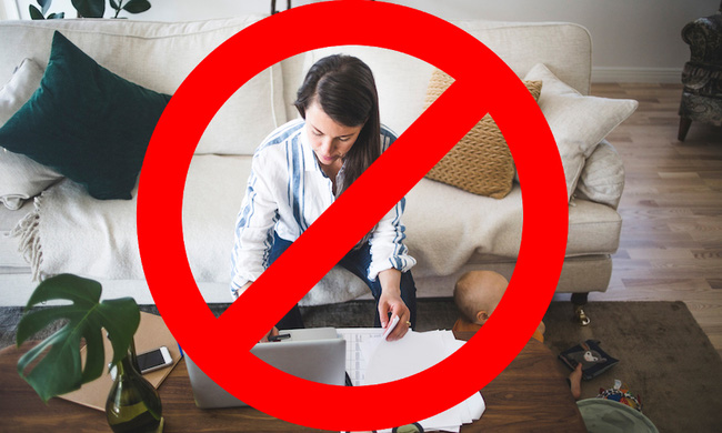 9 lời khuyên cho chị em làm việc tại nhà để không ảnh hưởng đến tư thế, điều quan trọng là hãy mặc áo ngực!  - Ảnh 1.