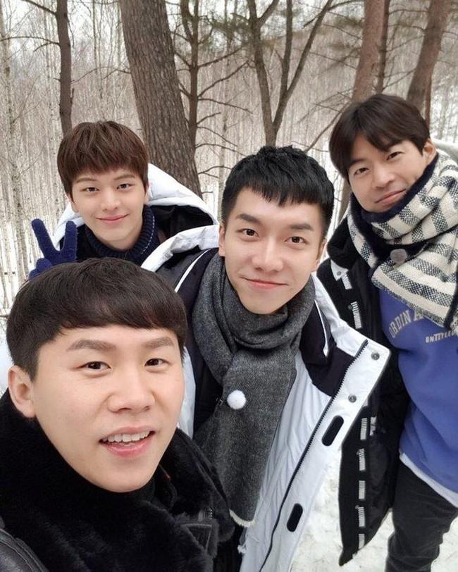 """Loạt show thực tế Hàn Quốc để """"cày"""" trong mùa dịch: Song Joong Ki - Son Ye Jin - BLACKPINK lầy lội, Park Hang Seo khoe nhà ở Việt Nam - Ảnh 13."""