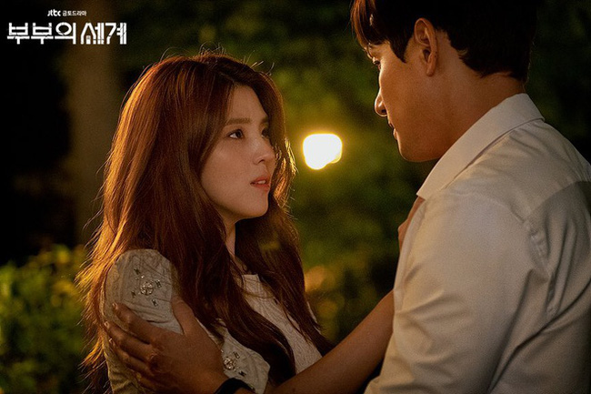 """Han Soo Hee trong """"Thế giới hôn nhân"""": Gây chú ý nhờ nhan sắc giống Song Hye Kyo, chọc điên khán giả khi vào vai tiểu tam mặt dày - Ảnh 2."""