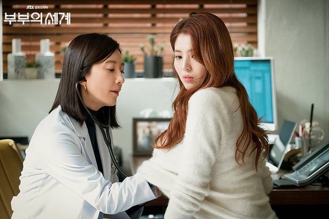 """Han Soo Hee trong """"Thế giới hôn nhân"""": Gây chú ý nhờ nhan sắc giống Song Hye Kyo, chọc điên khán giả khi vào vai tiểu tam mặt dày - Ảnh 6."""