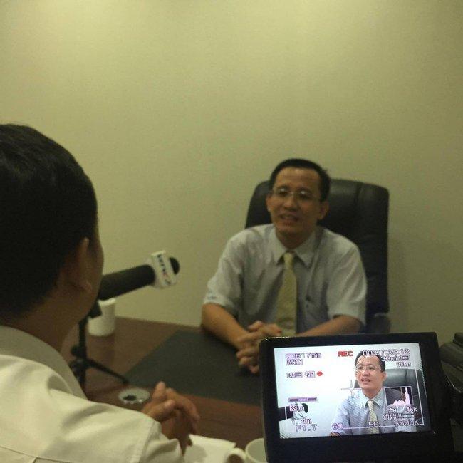 Tiết lộ vật chứng thu được tại nơi Tiến sĩ Bùi Quang Tín rơi tầng 14 tử vong, Đại học Ngân hàng TP.HCM lên tiếng - Ảnh 2.