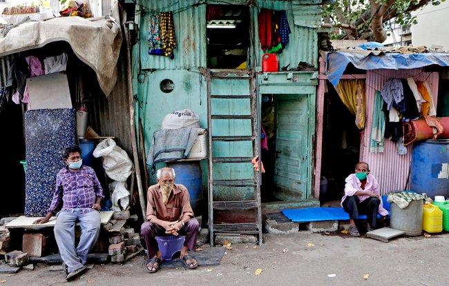 """Quả bom hẹn giờ khiến Ấn Độ có nguy cơ """"vỡ trận"""" vì Covid-19: Khu ổ chuột lớn nhất châu Á với hơn 1 triệu dân, 80 người phải chung nhau một nhà vệ sinh - Ảnh 3."""