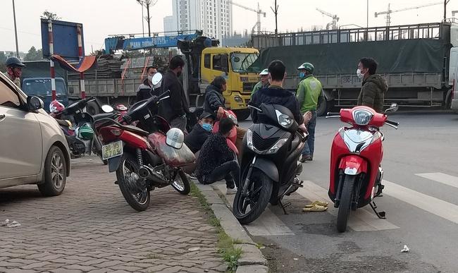 Hà Nội: Sau 8 ngày giãn cách xã hội, người dân đã đổ ra đường như tan chợ - Ảnh 8.
