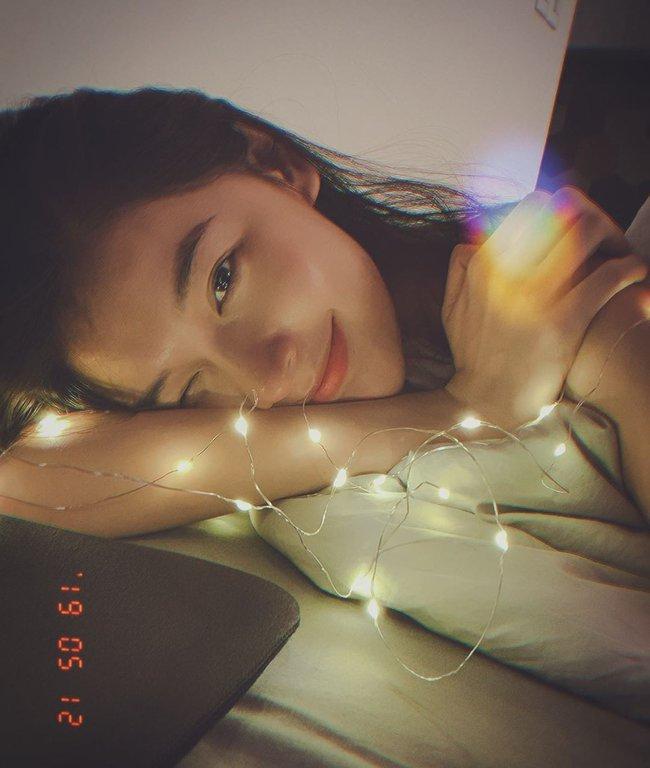 """Á hậu Thùy Dung có cả loạt cách tạo dáng để chủ thể luôn xinh tươi như một nàng thơ trong từng khoảnh khắc """"sống ảo"""" - Ảnh 1."""