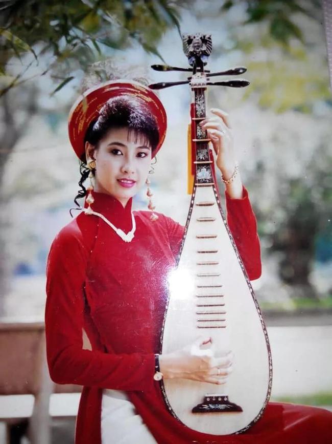 """Hà Kiều Anh bật mí ảnh cách đây 20 năm, nhan sắc khiến cả """"Hoa hậu không tuổi"""" Giáng My cũng phải trầm trồ: Đẹp như Kiều! - Ảnh 2."""