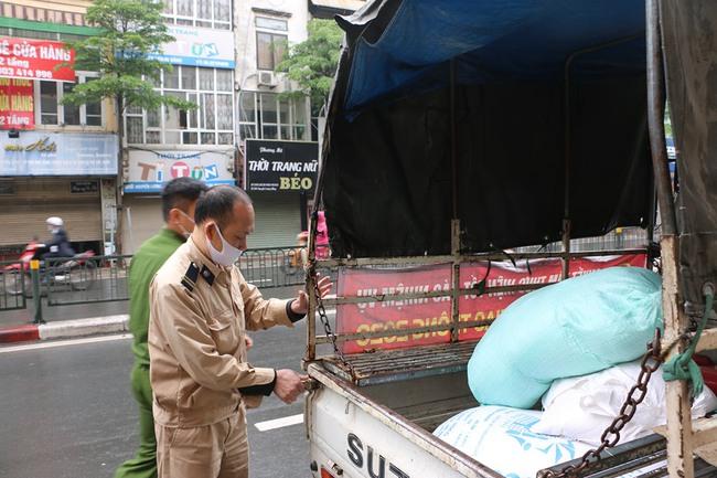 Toàn bộ số quà được chuyển về phường