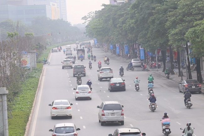 Hà Nội: Sau 8 ngày giãn cách xã hội, người dân đã đổ ra đường như tan chợ - Ảnh 4.