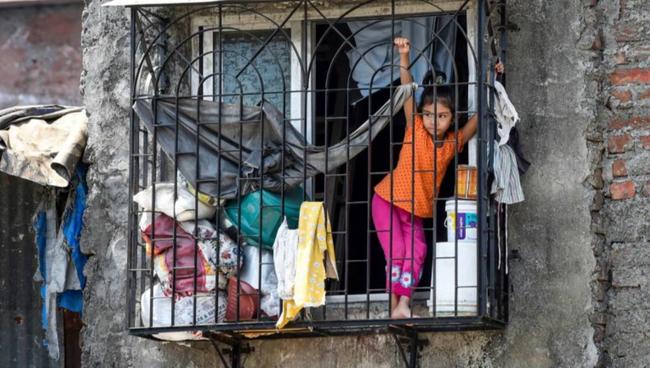 """Quả bom hẹn giờ khiến Ấn Độ có nguy cơ """"vỡ trận"""" vì Covid-19: Khu ổ chuột lớn nhất châu Á với hơn 1 triệu dân, 80 người phải chung nhau một nhà vệ sinh - Ảnh 4."""